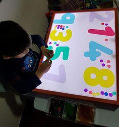 Cut file folders to make numbers Nursery Activities, Fun Math Activities, Preschool Activities, Preschool Prep, Preschool Classroom, Diy Light Table, Sensory Games, Environmental Print, Light Board
