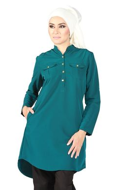 Teal Classic in Amelle. Detailed pockets, tabs on the arm and clean mandarin collar. Arabic Dress, Kaftan Style, Muslim Dress, Hijab Dress, Modest Wear, Islamic Clothing, Embroidered Tunic, Cotton Tunics, Mandarin Collar