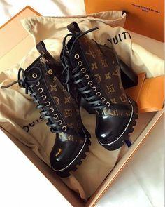 louis vuitton shoes S Putas Heeled Boots, Bootie Boots, Shoe Boots, Shoes Heels, Lv Boots, Chanel Boots, Cute Shoes Boots, Crazy Shoes, Me Too Shoes