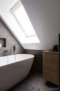 Badrum med snedtak och fristående badkar - Dåderman kök och badrum Clever Kitchen Ideas, Future House, Bathtub, Bathroom, Interior, Attic, Decorating, Bath, Standing Bath