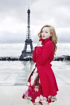 Dove Cameron in Paris.Me encanta Paris y a quien no le guste no se es raro que no te guste Paris y encima con Dove .Que más se puede pedir¡¡¡¡