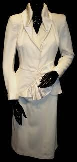 Eva Peron dresses 40s Fashion, Fashion Outfits, Cult Of Personality, Suits For Women, Clothes For Women, Celebrity Deaths, Queen, Nike Roshe, Nike Sb