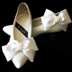 Satin Big Bow Pearl Shoe Clips, Shoe Ornaments, Shoe Ribbon Charm,Wedding Ribbon Shoe clips,Bridal S Ribbon Shoes, Bow Shoes, Bridal Shoes, Wedding Shoes, Pearl Shoes, Only Shoes, Shoe Clips, Big Bows, Cute Woman