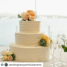 3 tier wedding cake with buttercream icing and fresh flowers #weddingdessertcake #weddingcakesmelbourne  yet so elegant! Emma and Pauls wedding cake by #reginercakes with beautiful flowers by @eleventhflower  #cakesandflowers #weddingcake #weddingcakes #cake #cakedecorating #sycevents #sandringhamyachtclubevents #sandringhamyachtclub #weddingcakemelbourne #dessert #dessertcake #dessertcakemelbourne #dessertweddingcake #melbourneweddingcakes #melbourneweddingcake #buttercreamcake…