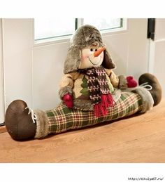 Plow & Hearth Snowman Draft Stopper With Winter Clothing Christmas Toys, Christmas Snowman, Christmas Projects, Christmas Decorations, Door Draught Stopper, Draft Stopper, Door Stopper, Sewing Crafts, Sewing Projects