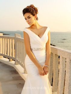 Sheath/Column V-neck Sleeveless Pleats Court Train Net Wedding Dresses
