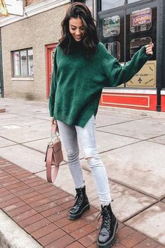 Oversize Sweater With Combat Boots Outfit ★ Learn how to wear cute and grunge combat boots with any outfit. Source by bcvv sweater outfit Combat Boot Outfits, Winter Boots Outfits, Winter Fashion Outfits, Look Fashion, Fall Outfits, Combat Boots Style, Vogue Fashion, Japan Fashion, Fall Fashion
