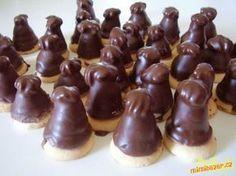 "Likérové špičky - ""Liquor tip"" - Czech chocolate covered sweets. Czech Desserts, No Bake Desserts, Delicious Desserts, Dessert Recipes, Yummy Food, Slovak Recipes, Czech Recipes, Sweet Bar, Food Tasting"