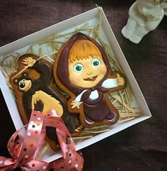Uma fofura estes cookies da Masha e o Urso by @pryanichki_ot_manechki #cookies #cookieart #cookiedecor ...