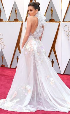 Hailee Steinfeld back of the dress view--2017 Academy Awards