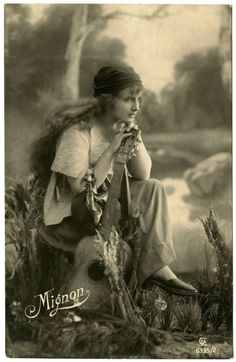 Old Photo - Beautiful Gypsy - The Graphics Fairy Vintage Gypsy, Vintage Beauty, Vintage Stuff, Gypsy Life, Gypsy Soul, Vintage Photographs, Vintage Images, Vintage Art, Des Femmes D Gitanes