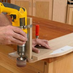 Portable Drum-Sander Jig Woodworking Plan from WOOD Magazine Woodworking Techniques, Woodworking Jigs, Woodworking Projects, Woodworking Machinery, Homemade Drill Press, Homemade Tools, Sanding Tips, Garage Atelier, Woodshop Tools