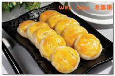#中华美食#【Wife Cake老婆饼】A wife cake is a traditional Chinese pastry with flaky and thin skin made with winter melon, almond paste, sesame, spiced with five spice powder.It is still popular among many in Hong Kong and Mainland China.   http://cn.hujiang.com/new/p430719/