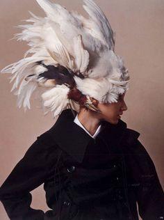 Katsuya Kamo (Japón) #white #feather #headdress