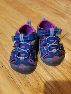 f38b0f85fc9a15 Toddler Keens for girls Size 4 purple and pink