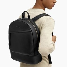 How to Create a Minimalist Capsule Wardrobe Black Leather Backpack, Black Tote Bag, Leather Backpacks, Backpack Bags, Fashion Backpack, Travel Backpack, Minimalist Bag, Mens Fashion, Slow Fashion