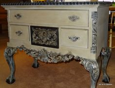 Southern Vintage Redefined painted this with Graphite, and French Linen, finished with Clear and Dark Wax.