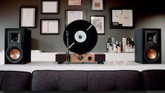 C'est une réinvention du tourne-disuqe. Floating Record est une platine qui joue les vinyles à la verticale. Un projet Kickstater qui est déjà un succès ; plus de $500,000 récoltés sur $50,000 demandés. Un futur must-have qui permettra de magnifier vos vinyles.