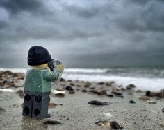 Everything About These Pictures Of A Tiny, Adventurous Lego Photographer is Awesome! Harley you need to try this on all our adventures this year. I will buy you a LEGO photographer. Lego Photography, Macro Photography, Creative Photography, Advanced Photography, Shadow Photography, Legos, Lego People, Fotografia Macro, Lego Man