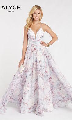 Print Chiffon, Chiffon Dress, Chiffon Fabric, Flowy Gown, Beautiful Long Dresses, Pretty Dresses, Prom Dress Stores, Designer Prom Dresses, Perfect Prom Dress