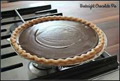 Super simple, very tasty! This gluten free weeknight chocolate pie recipe is perfect for any day of the week. Any reason is a good reason for pie. Gluten Free Chocolate Pie Recipe, Chocolate Pie Recipes, Vegetarian Chocolate, Chocolate Custard, Chocolate Desserts, Easy Pie Recipes, Whole Food Recipes, Apple Crisp Pie, Unsweetened Chocolate