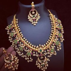 Antique Lakshmi Kasumalai From Ms Pink Panthers ~ South India Jewels Pearl Necklace Designs, Jewelry Design Earrings, Stone Necklace, Gold Necklace, Gold Bangles Design, Gold Jewellery Design, Indian Wedding Jewelry, Bridal Jewelry, Bridal Accessories
