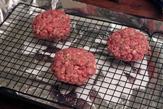 make a bunch at once to have all week! Buy lean ground beef and low-fat cheddar cheese. Add tomato and jalapenos to the burger for veggies and be sure to buy whole wheat (Grilled Cheese In The Oven) Oven Hamburgers, Oven Baked Burgers, How To Cook Hamburgers, Gourmet Burgers, Hamburger Recipes, Meat Recipes, Cooking Recipes, Hamburger Dishes, Grilling Recipes