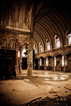 Abandoned Church, Detroit even in decay you can see the beauty in the design & architecture Abandoned Detroit, Abandoned Churches, Abandoned Property, Old Churches, Abandoned Mansions, Abandoned Places, Detroit Ruins, Detroit Usa, Detroit Michigan