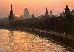 Moskou bij avond. Oude postkaart.