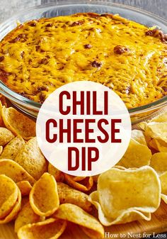 dips and appetizers This 3 ingredient chili cheese dip is sure to be a hit at your next party! Appetizer Dips, Yummy Appetizers, Appetizers For Party, Appetizer Recipes, Chili Dip, Chili Cheese Dips, Cheese Dip Recipes, Clean Eating Snacks, Mexican Food Recipes