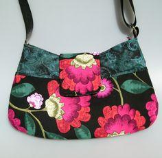Sac à main, besace TARA à bandoulière en coton noir et fleurs multicolores : Sacs bandoulière par terredepassion