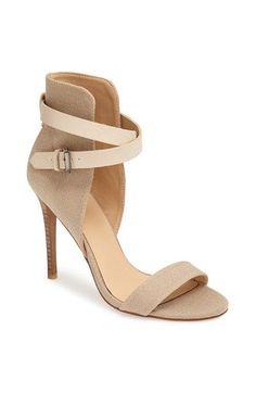 Es momento de sacar las zapatillas descubiertas y sandalias. ¿Les late éste modelo?
