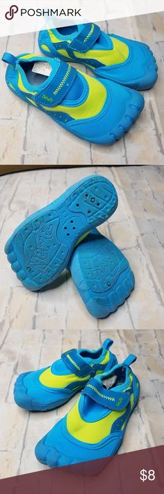 df5f2bc857d8 Newtz kids water shoes Condition  Good. Please refer to photos. Size  9