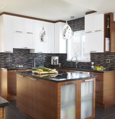 I like the mix of cabinetry colours and use of vertical and horizontal. The backsplash is too busy for my liking. Galley Style Kitchen, Small Space Kitchen, Kitchen Dinning Room, Kitchen Decor, Kitchen Ideas, Beautiful Kitchens, Decor Interior Design, Kitchen Storage, Home Remodeling