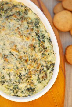 Un dip hecho con espinacas, mayonesa, queso y chiles, excelente para botana y muy sencillo de preparar.