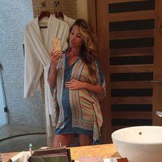 Claudia Sampedro.. #stylethebump #bikinibump #babymoon Claudia Sampedro, Maternity Fashion, Maternity Style, Cover Up, Fashion Outfits, Beach, Instagram Posts, Mirror Selfies, Clothes