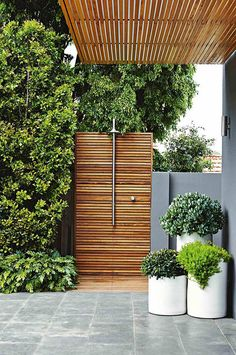 Outdoor shower in a modern, contemporary garden setting, lusting after one of th. Outdoor shower i Outdoor Bathrooms, Outdoor Rooms, Outdoor Gardens, Outdoor Living, Outdoor Decor, Outdoor Showers, Outdoor Benches, Outdoor Ideas, Outdoor Baths
