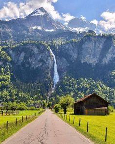 Interlaken, Switzerland - Travel tips - Travel tour - travel ideas Places To Travel, Places To See, Wonderful Places, Beautiful Places, Beautiful Beautiful, Beautiful Family, Photo Voyage, Switzerland Vacation, Switzerland Interlaken