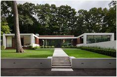 Casa em formato de U.