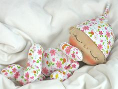 Free baby doll patterns. This is sleeping baby is so cute! @HurricanePotter  Granny needs to make a variety of these!