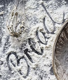 food styling by writing or drawing in flour, sugar etc – photography: food – – Backzutaten Food Styling, Food Typography, Food Photography Styling, Color Photography, Rustic Photography, Photography Tricks, Digital Photography, Our Daily Bread, Artisan Bread
