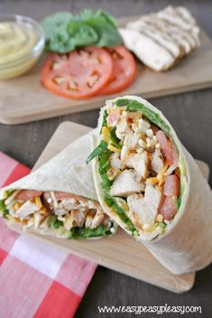 How To Roll A Picture Perfect Grilled Chicken Wrap - Easy Peasy Pleasy Lunch Snacks, Clean Eating Snacks, Healthy Eating, Grilled Chicken Wraps, Perfect Grilled Chicken, Pork Wraps, Almuerzo Light, Healthy Wraps, Veggie Wraps