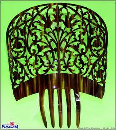www.manualidadespinacam.com   #manualidades #pinacam #acetatos #concha #nacar #carey Flamenco Costume, Stick Pins, Hair Combs, Hat Pins, Ethnic Jewelry, Vintage Hairstyles, Vintage Antiques, Spanish, Crochet