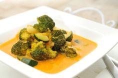 Een heerlijke curry van kip! Met kip, ananas, broccoli en courgette. Super simpel te maken en heerlijk van smaak.