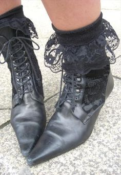 Winklepickers, god they hurt! love the lace socks. Gothic Shoes, Gothic Clothing, Edwardian Shoes, Heeled Boots, Shoe Boots, Goth Boots, Dedicated Follower Of Fashion, Dark Fashion, High Fashion