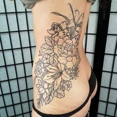 155 Side Tattoos That Make You Look Sexier Sunflower Tattoo Simple, Sunflower Tattoo Sleeve, Sunflower Tattoo Shoulder, Small Sunflower, Sunflower Tattoo Design, Sunflower Tattoos, Word Tattoos, Leg Tattoos, Black Tattoos