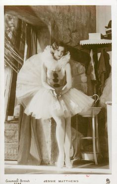 Oh I just adore this flouncy, sweet and beautiful ballet harlequin dress! JESSIE MATTHEWS standing in dance costume Vintage Circus Costume, Vintage Clown, Vintage Halloween, Vintage Costumes, Pierrot Costume, Pierrot Clown, Vintage Photographs, Vintage Circus Photos, Ana Pavlova