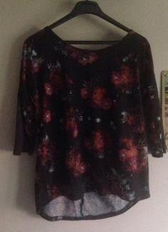 À vendre sur #vintedfrance ! http://www.vinted.fr/mode-femmes/hauts-and-t-shirts-t-shirts/26661341-haut-pimkie-fleuri-noir-et-orange