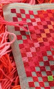 Stitch on plastic canvas is an enjoyable and interesting craft. Plastic canvas is a craft material of lightweight plastic with a grid of holes. Bargello Needlepoint, Broderie Bargello, Bargello Patterns, Needlepoint Pillows, Needlepoint Stitches, Needlepoint Canvases, Needlework, Plastic Canvas Stitches, Plastic Canvas Crafts