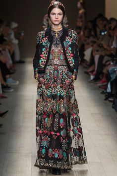 Paris Fashion Week – Valentino SPRING 2014 READY-TO-WEAR